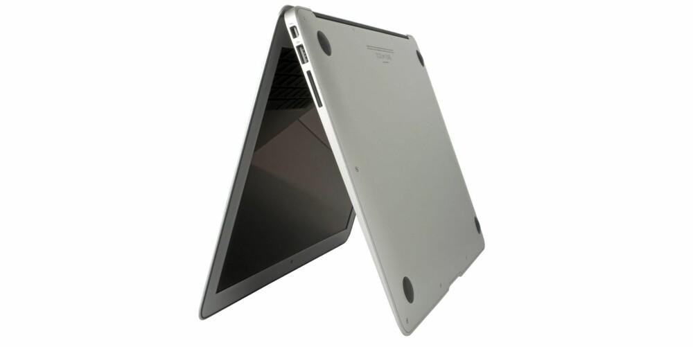 FLATT: Apple passer på designet uansett hvilken side du ser maskinen fra. På undersiden er det ingen tapper eller luker.