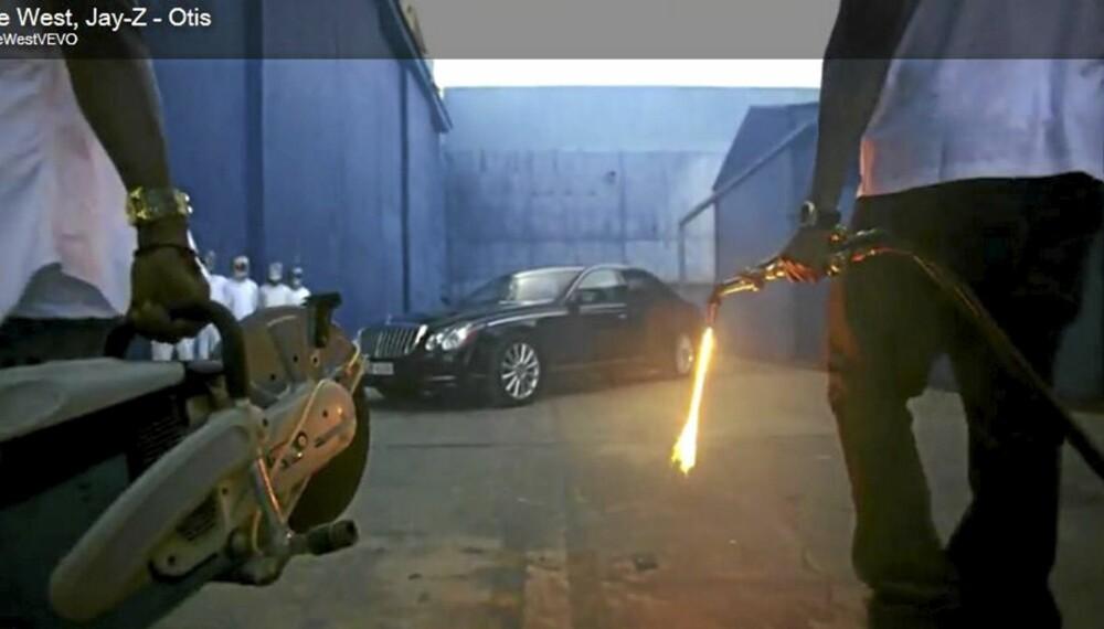 HAR DE...?: Hip-hop-guruene Jay Z og Kanye West nærmer seg Maybachen...Foto: Skjermdropp youtube.com