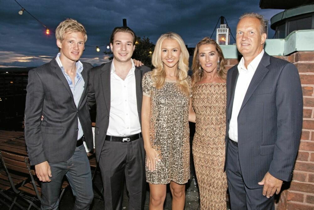 FAMILIETREFF: Pia med lille-bror Kalle, mamma Jasmin, hennes mann Jan Holm og hans sønn Jan Tore.