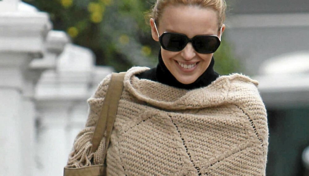 KYLIE MINOGUE: Gjør som Kylie Minogue, invester i en poncho. Du vil garantert ikke angre.