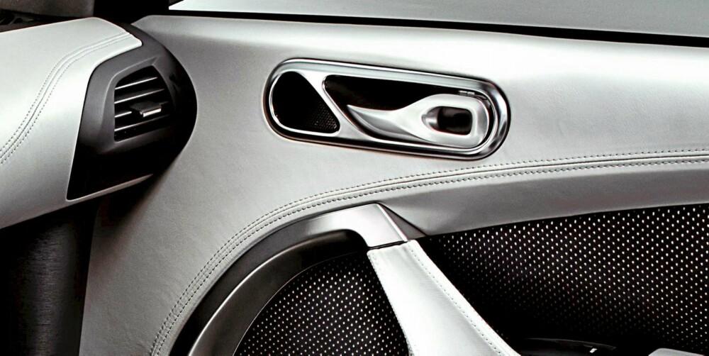 EKTE VARE: Læret er av beste Aston-sort, og det som ser ut som metall, er metall. FOTO: Aston Martin