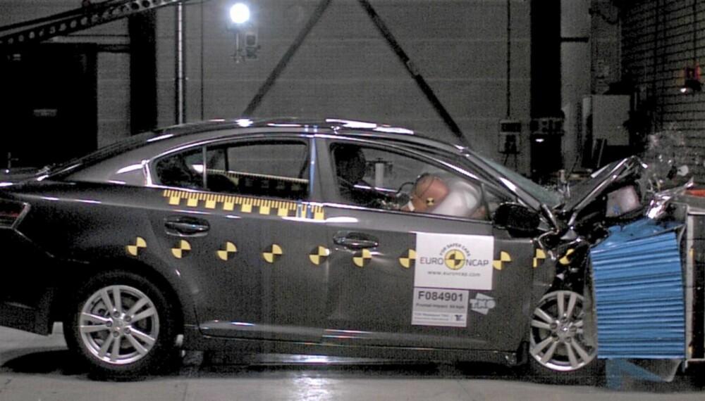 TESTES IKKE: Sikkerheten for voksne i baksetet testes ikke av Euro NCAP.