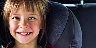 TRYGG: Barn bør sitte bakovervendt til de er minst fire år gamle.