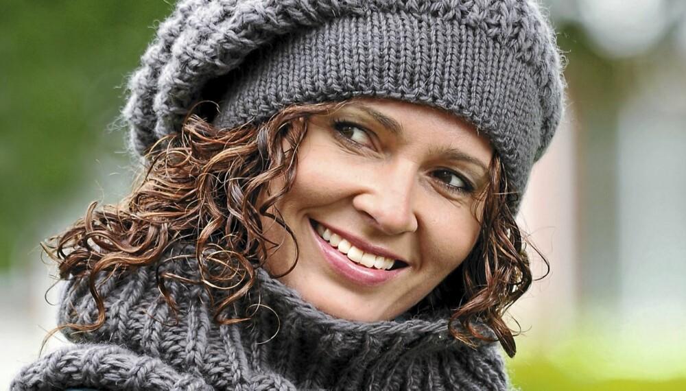 En tykk hals og lue er det perfekte vintertilbehøret. Disse plaggene i halvpatent kan strikkes i løpet av en helg. (Foto: Dag Myrestrand)