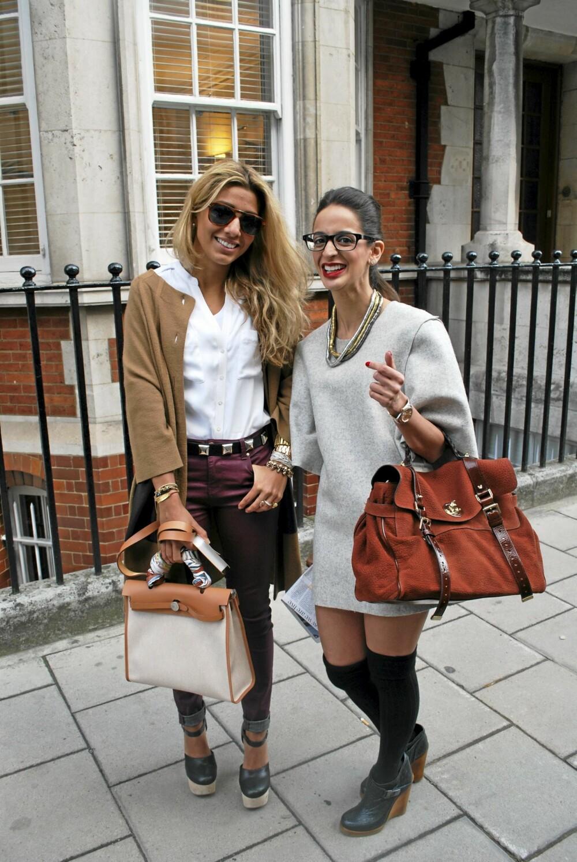LONDON FASHION WEEK: I en kombinasjon av håndlagde smykker, budsjettmerker og designertøy skinte venninnene utenfor Mulberrys visning i Somerset House.