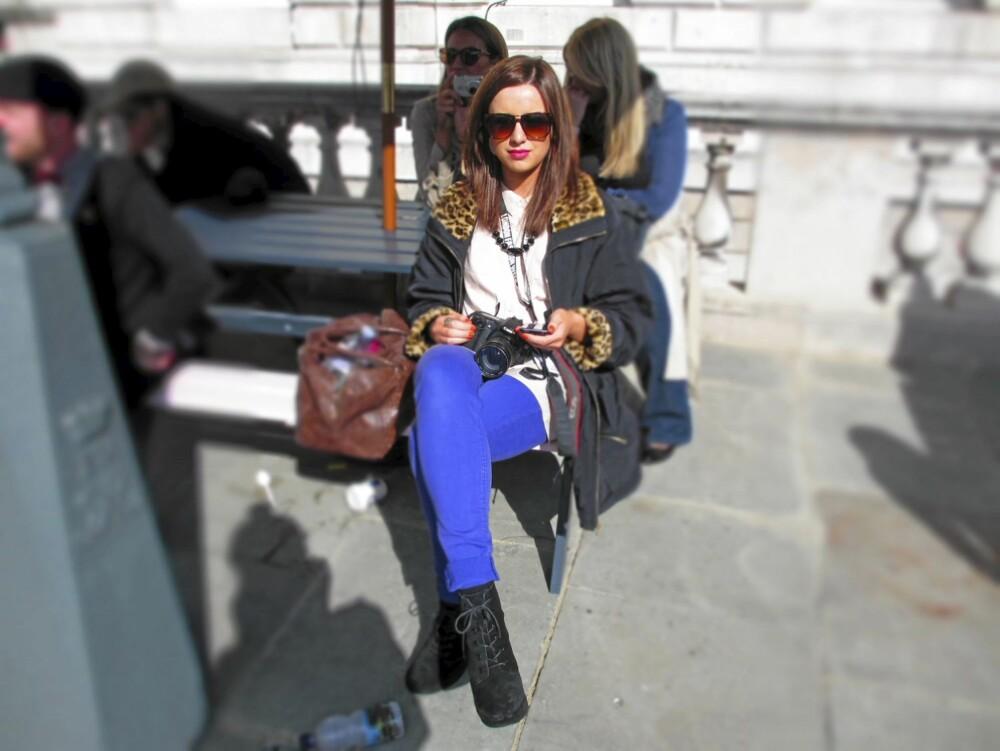 LONDON FASHION WEEK: Bloggerne er en oppdatert gjeng ¿ og mange var ikledd elektriske blåtoner og dyriske mønstre. Mon tro om de leser Kamilles motesider¿?