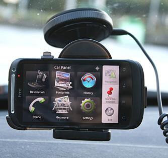 BILHOLDER: HTCs bilholder starter automatisk en app som gir deg store ikoner og kjapp tilgang til viktige funksjoner.