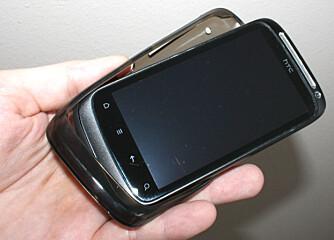 BESKYTTER: Denne beskyttelsen er laget av myk plast, og skåner telefonen dersom du skulle miste den i bakken.