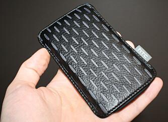 PENERE: Du kan også kjøpe en mobilveske som ser penere ut, som denne fra HTC.