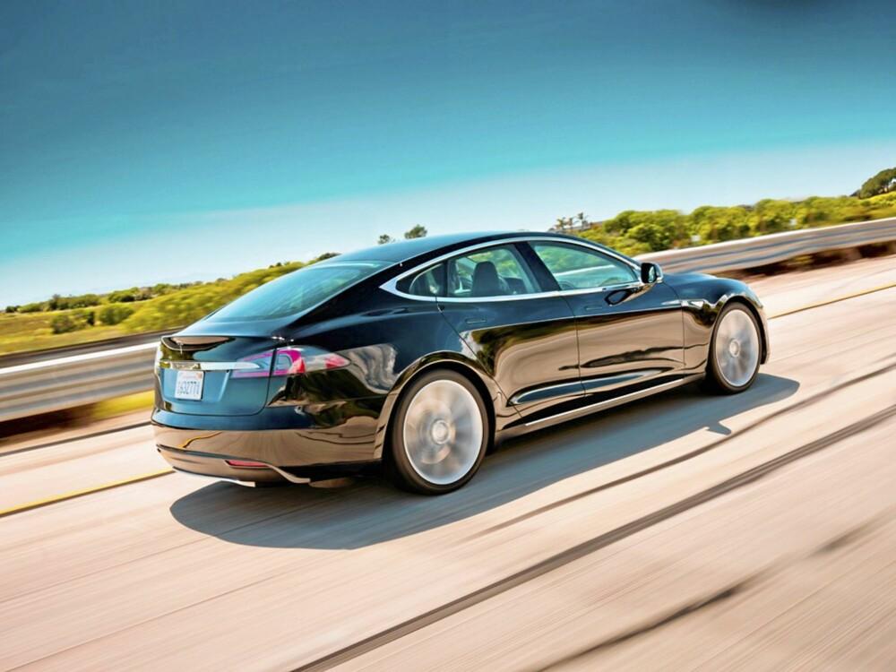 LØSNINGEN? Tesla Model S er elbilen som er lekker og har stor rekkevidde. Foto: Tesla/James Lipman