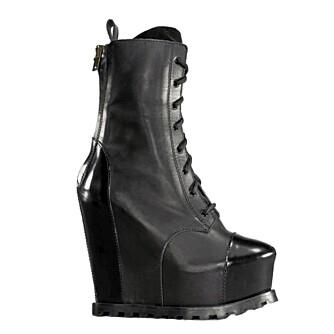 PLATÅSKO: Disse superhøye skoene er fra Acne.