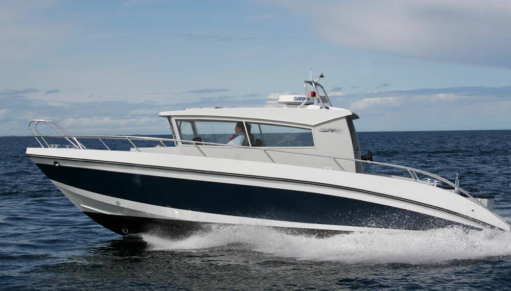 LUKKET: Kaasbøll 900 en lukket båt med innenbords diesel og hekkaggregat.