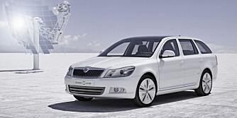 TRYGG: Octavia er behagelig og trygg å kjøre på vinterføret.