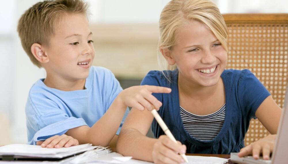 LEKSEHJELP: Det er viktig at foreldre lærer barna sine gode rutiner for hjemmelekser, og hjelp gjerne til med lesetrening og talløvelse.