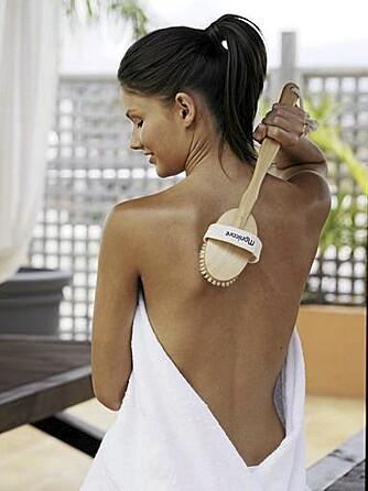 KJAPP MYKGJØRING: Ta peelingen mens du dusjer, så er du myk og godduftende på fem minutter.