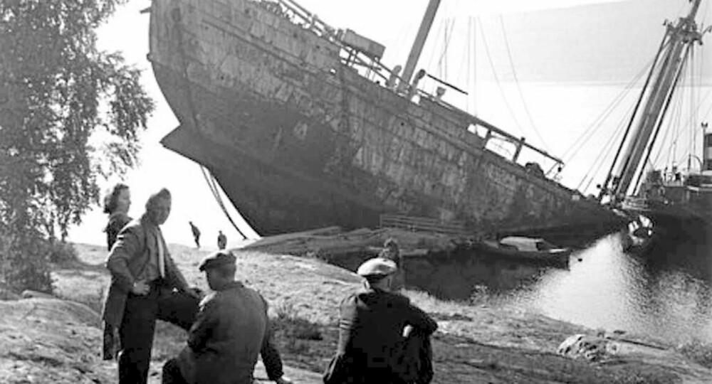 M/S Donau ble kalt ¿slaveskipet.¿ Det fraktet 532 jøder til utryddelsesleirene i Polen. Max Manus og Roy Nielsen plasserte bomber på skipet i januar 1945, og det ble kjørt på grunn.