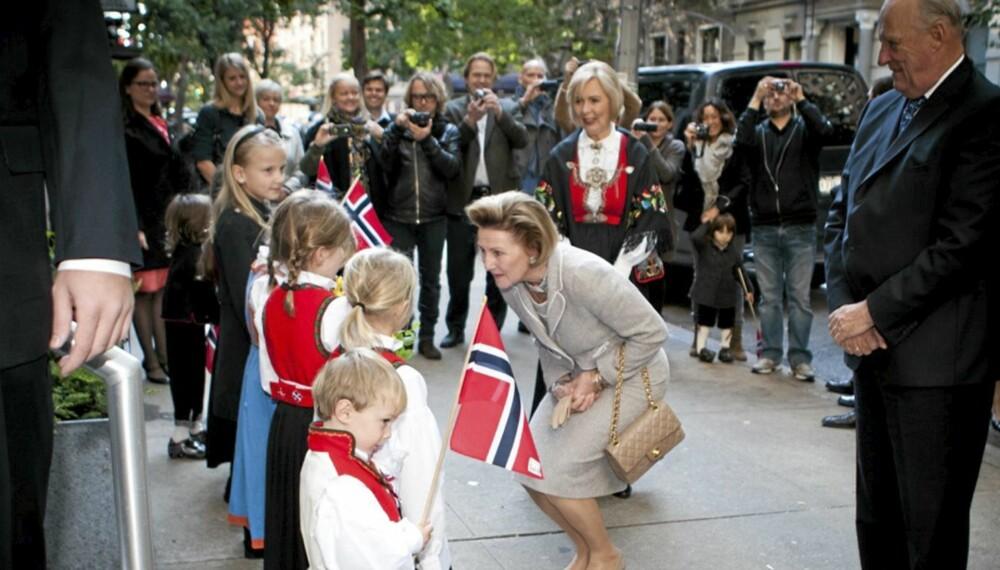 I KIRKEN: Et besøk i sjømannskirken i New York var siste post på programmet under kong Harald og dronning Sonjas besøk i USA.