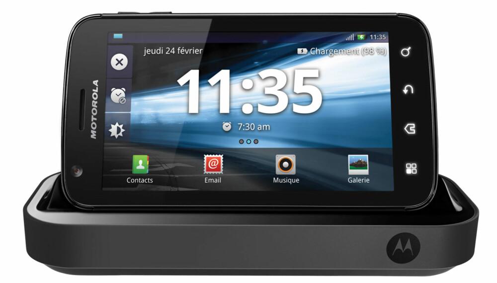 MER ENN MOBIL: Motorola Atrix er ikke bare en smarttelefon. Den fungerer også som en liten PC du kan koble mus, tastatur og skjerm til.