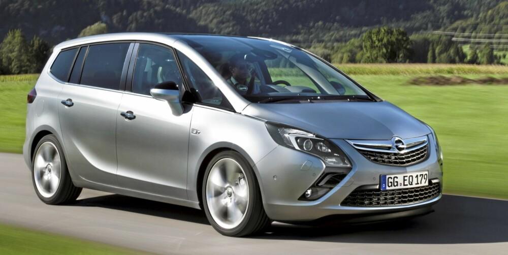 MER STIL: Opel har gitt den nye Zafira et langt mer sportslig ytre enn den gamle. Bilen er bredere (193 cm) og lengre (466 cm) enn mange konkurrenter. FOTO: Opel