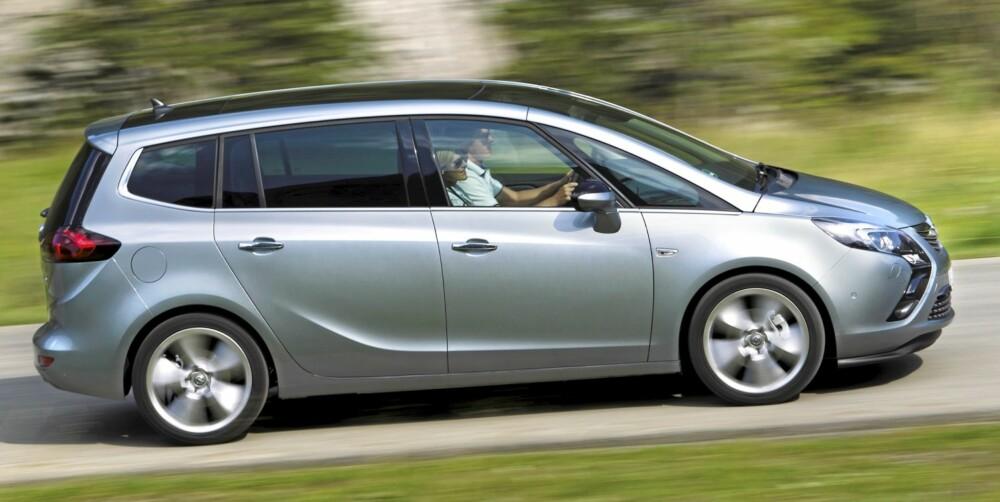 OPEL-TOGET: designerne vil at du skal tenke på et tog à la flytoget til Gardermoen når du ser Zafira fra siden. FOTO: Opel