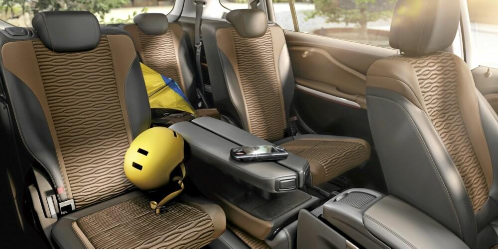 GOD PLASS: Lounge Seating-løsningen gir svært gode plassforhold for to i den andre seteraden. FOTO: Opel