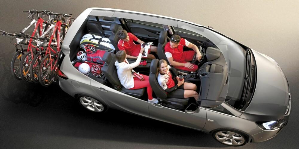 FLEKSIBILITET: Her ser du ekstrautstyret Lounge Seating i bruk. Midtsetet på rad to er blitt til armlener, og yttersetene er skjøvet inn mot midten. Standardløsningen er noe enklere. FOTO: Opel