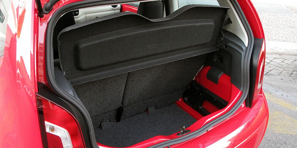 251 LITER: Plassen er godt utnyttet i hele bilen. Bagasjerommet er blant de aller største i klassen.