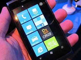LIKE MENYER: Både Lumia 800 og Lumia 710 kjører Windows Phone 7.5, og har dermed like menyer.