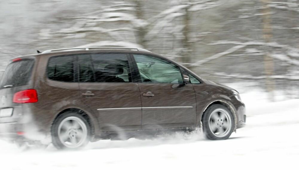STØDIG: Volkswagen Touran kjører med en stødighet som få andre i klassen kan matche, men den er langt fra morsom.
