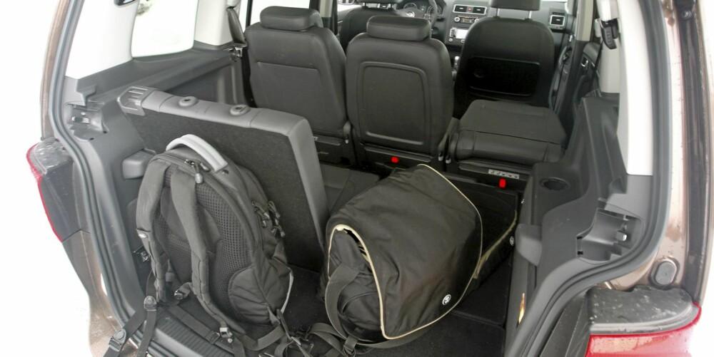 TRANGT: Med alle setene i bruk, er det liten plass til bagasje.