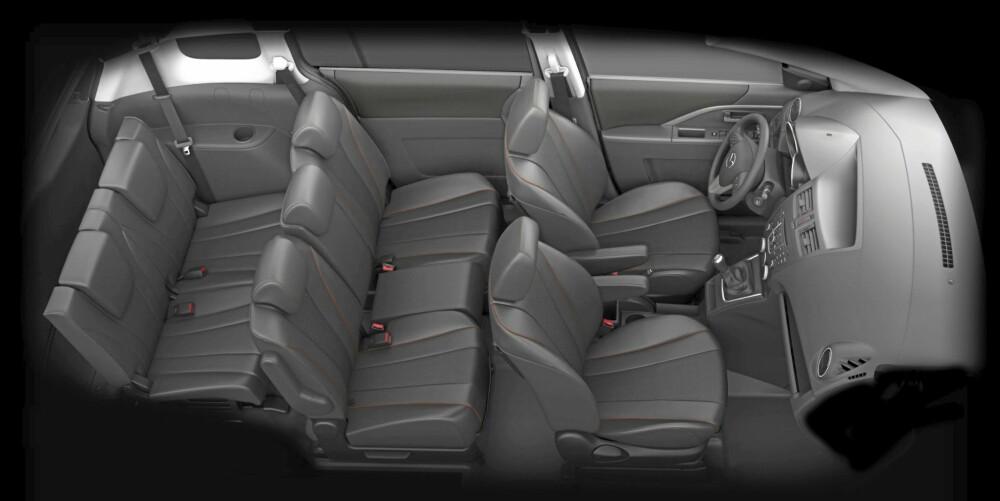 FLEKSIBELT: De bakerste setene har for bilklassen bra beinplass. Midtsetet i rad to er ukomfortabelt. Alle seter kan legges flatt i gulvet med enkle håndgrep.