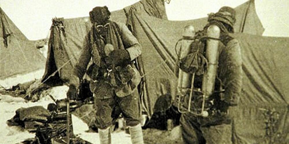 George Mallory og Sandy Irvine slik de var kledd under forsøket på å nå toppen av Mount Everest i 1924.