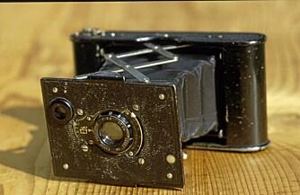 Et Kodak-kamera som dette er det en ekspedisjon skal lete etter på Mount Everests skrenter. Sorthvitt-filmen kan ha overlevd, tror eksperter.