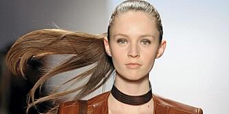 HOT MED HESTEHALE: Dette er frisyren du skal satse på i høst. Her fra Max Azria. Foto: Fashionactive