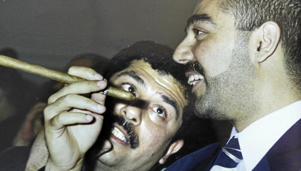 Saddam Hussein var ikke udelt heldig med oppdragelsen av sine sønner Qusay og Uday. Uday (med sigar) var en bestialsk drapsmann.