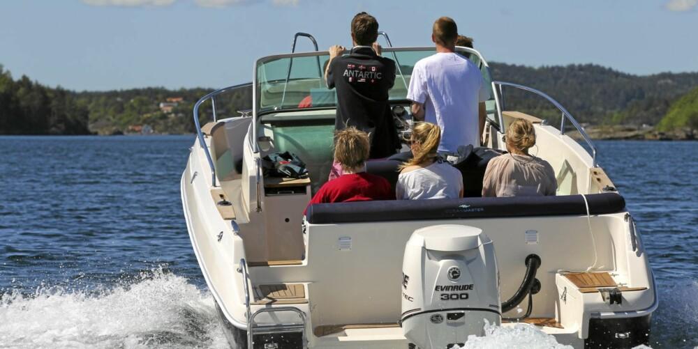 PLASS: Når vennegjengen skal på tur er minst ti sitteplasser gode å ha.