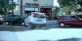 SLADD: Sånn går det også an å parkere. Se video i saken.