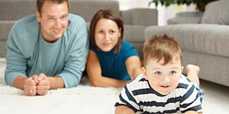 SAMTALE: Nå er det enklere for barna å knytte bånd til familien som bor langt unna. Alt du trenger er en TV.