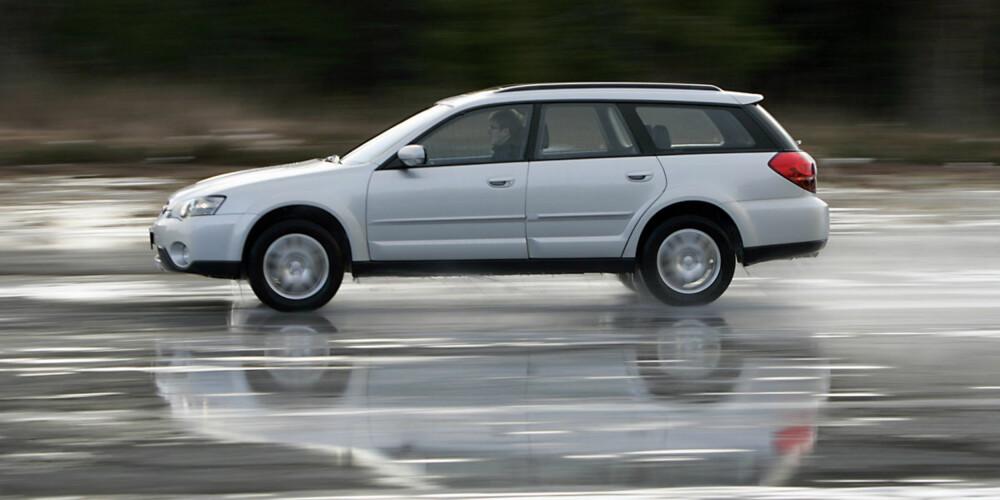 SUBARU OUTBACK: Fin crossover som kombinerer personbilegenskaper med ekstra bakkeklaring.