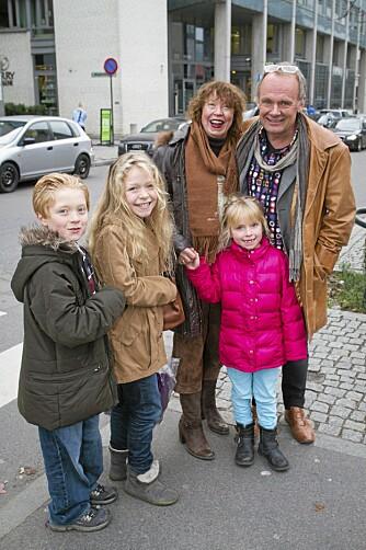 ...og kom naturligvis på premien også. Her sammen med moren til Trude Mostue og Trudes barn Erik, Frøya Molly og Hilda.