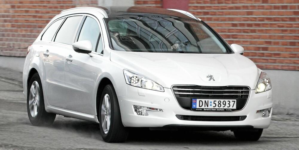 FINE LINJER: Peugeot 508 har alt forgjengeren 407 manglet. Den har lekkert utseende, men i motsetning til 407 har ikke designen gått på bekostning av plassen.