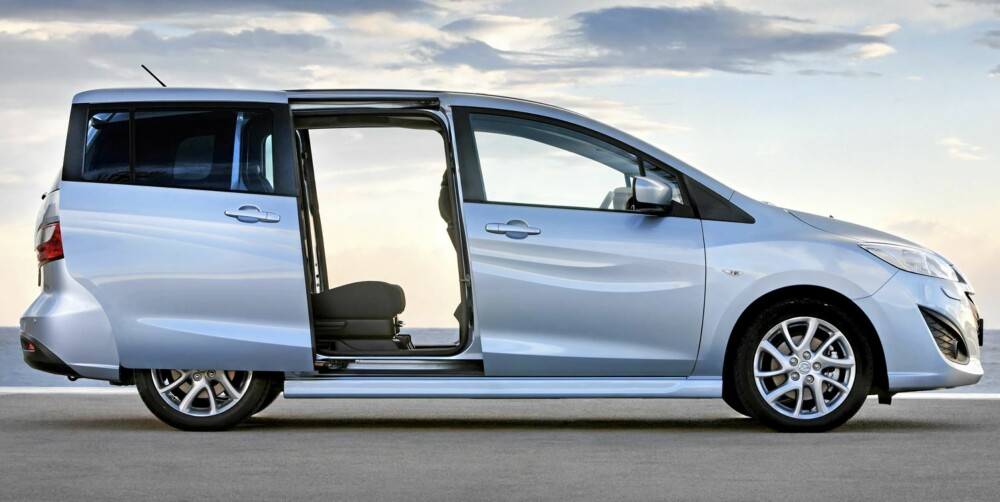 FLERBRUKSBIL: Mazda 5 har skyvedør, en praktisk innretning som det er lett å bli glad i.