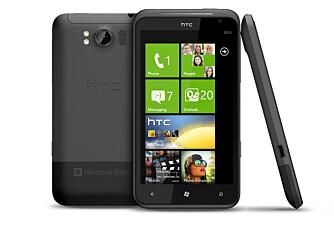 GIGANT: HTC Titan har en skjerm på hele 4,7 tommer. Det gjør at telefonen er diger.