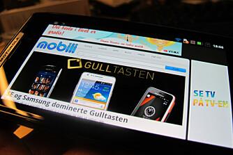SURFESJEFEN: Kraftig maskinvare og stor skjerm gjør Razr til en herlig surfetelefon.