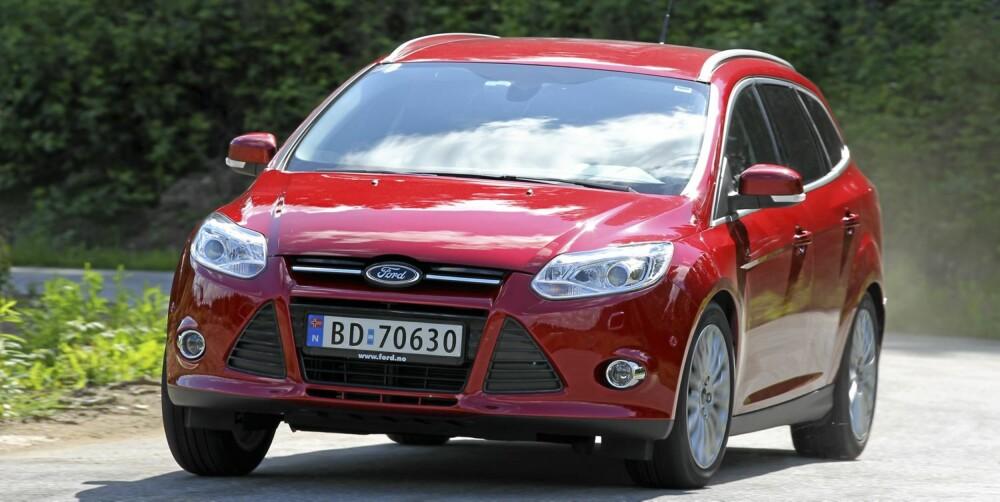KLARER SPAGATEN: Ford Focus har både gode kjøregenskaper og fin komfort. Som stasjonsvogn er den også stor nok til en familie på fire. FOTO: Terje Bjørnsen