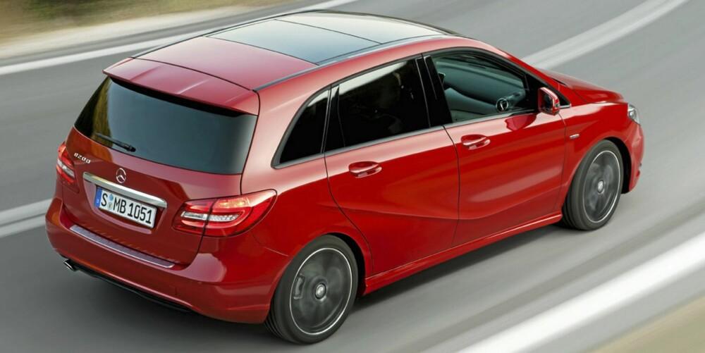 KOMFORT OG SIKKERHET: Den nye Mercedes B-klasse har radarbasert kollisjonsvarsling som standard. God komfort og praktiske seteløsninger har den også. FOTO: Mercedes-Benz