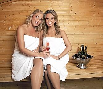 HEITE: Mariann og Vivian får lange blikk stort sett overalt hvor de går. Her koser de seg i badstuen på Britannia Hotel i Trondheim.