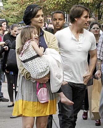FJERDE HJUL PÅ TREHJULSSYKKELEN: Tom Cruise og Katie Holmes skal være mye mer opptatt av å pleie sitt forhold til datteren Suri enn adoptivsønnen Connor som gjerne følger noen skritt bak.