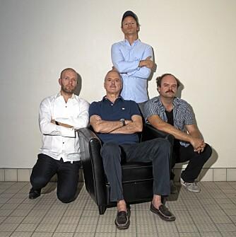 John Cleese kastet glans over komi-trioen Bård Tufte Johansen, Harald Eiea og Atle Antonsen under humorgallaen i Oslo Spektrum tidligere i høst.