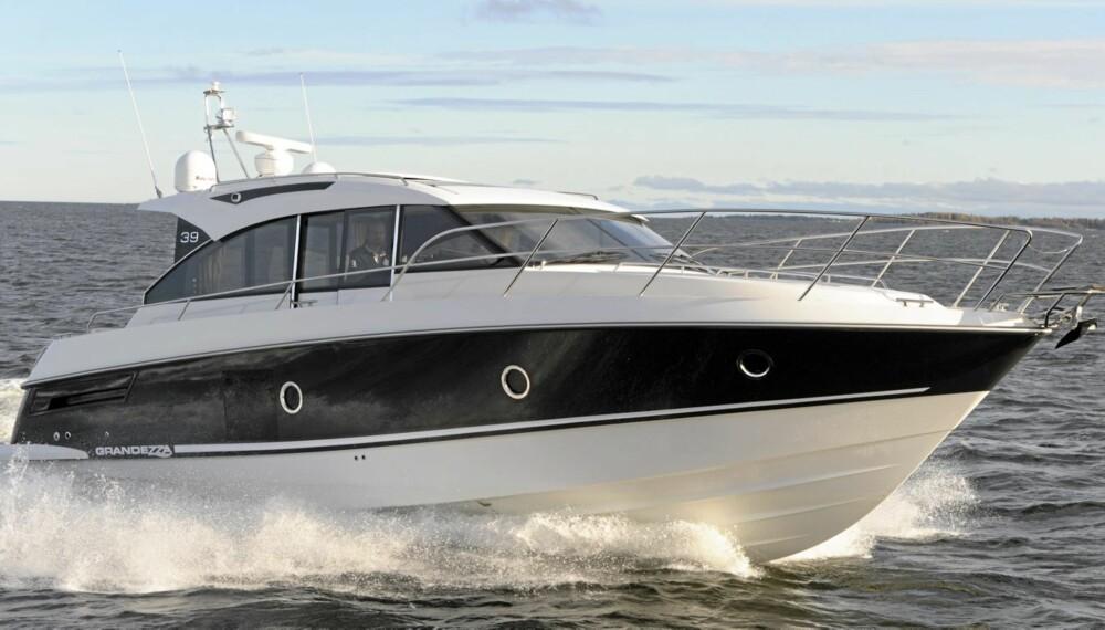 NYHET: Finnmarin avduker sitt nye flaggskip på båtmessen i Helsinki i begynnelsen av februar. Det er nøyaktig et år etter at den nye designlinjen ble introdusert med Grandezza 27 OC.